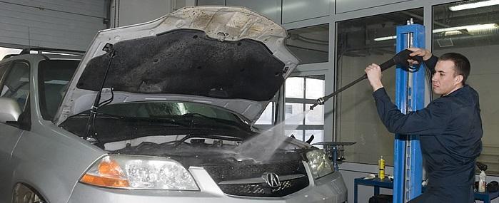 bezopasno-pomyt-dvigatel-avtomobilja-samostojatelno-3.jpg